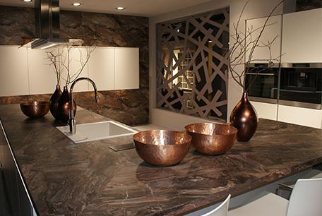 Braune Mamor Küche im Küchenstudio Cottbus