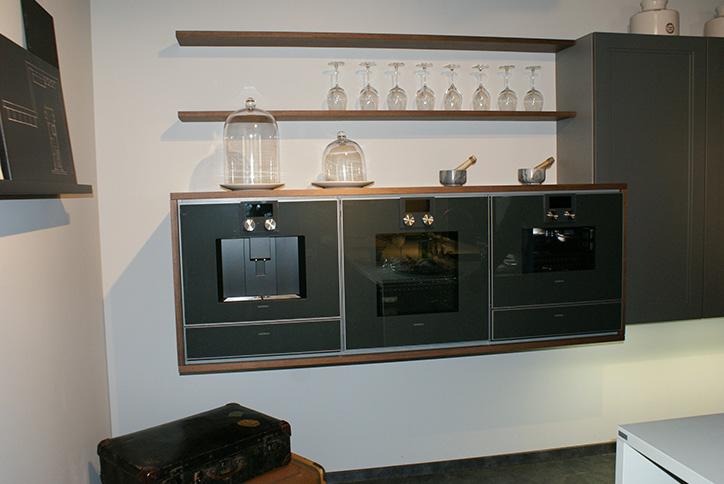 Moderne, schwebende Öfen im Küchenstudio Cottbus