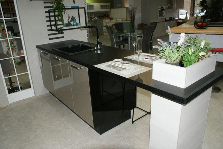 Angebotsküche Xeno Sandbeige Metallic Acryl Bar Küchenstudio Cottbus